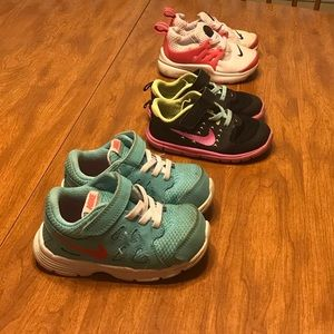 Toddler Nike shoes size 7